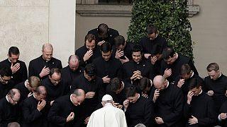 البابا فرنسيس أمام مجموعة من الإكليريكيين
