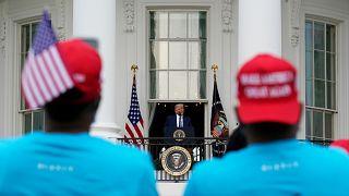 El sábado 10 de octubre decenas de negros y latinos marcharon a favor del mandatario republicano hasta los jardines de la Casa Blanca en Washignton.