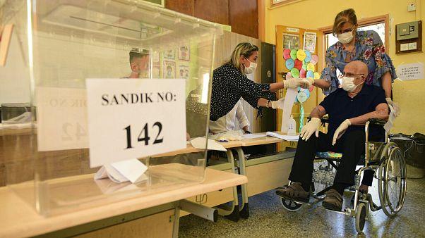 Cipriotas-turcos chamados a escolher novo presidente