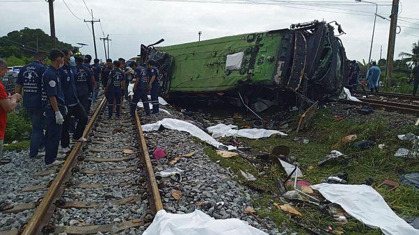 Ταϊλάνδη: Σύγκρουση πούλμαν με τρένο - Τουλάχιστον 18 νεκροί