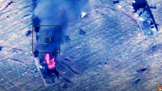 وزارت دفاع آذربایجان با انتشار این عکس مدعی شد یک خودروی زرهی ارمنستان را منهدم کرده است