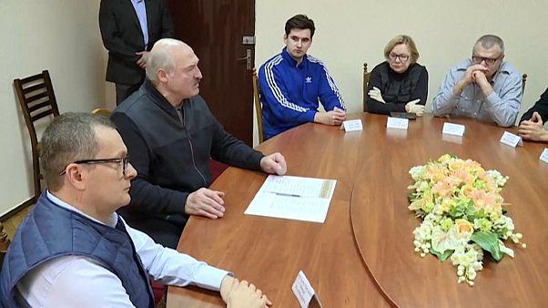 Alexandr Lukashenko se reúne con dirigentes opositores en el centro de detención del KGB de Minsk