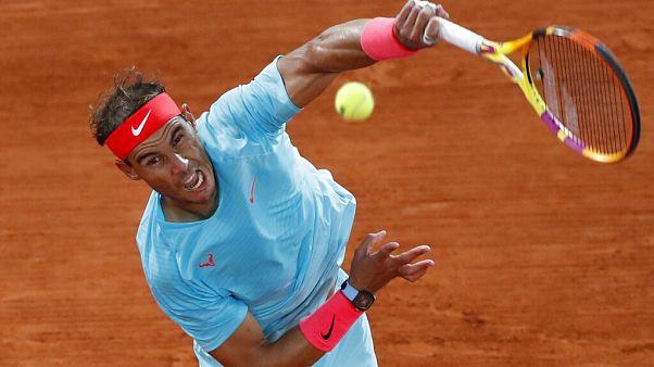 Fransa Açık Tenis Turnuvası'nda Rafael Nadal, Sırp Novak Djokovic'i 3-0 yenerek şampiyon oldu
