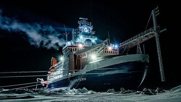 """صورة  نشرها معهد ألفريد-فيغينر لكاسحة الجليد البحثية الألمانية """"بولارشتيرن"""" التقطت في  1 يناير 2020"""
