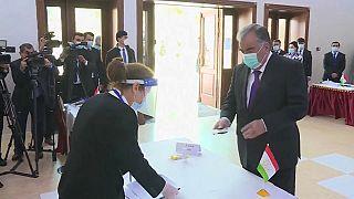 Tagikistan: il presidente Rahmon alle urne