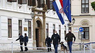 Lövöldözés a horvát kormány épülete előtt