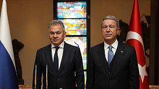 Rusya Savunma Bakanı Sergey Şoygu, Milli Savunma Bakanı Hulusi Akar (sağ)