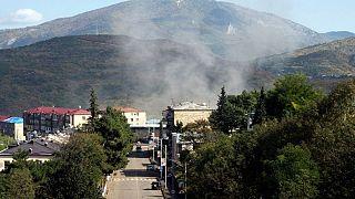 دود ناشی از گلولهباران مرکز جمهوری خودخوانده آرتساخ