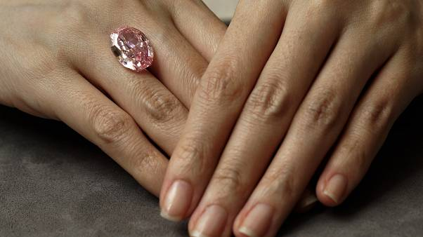 Raro diamante rosa vendido em leilão