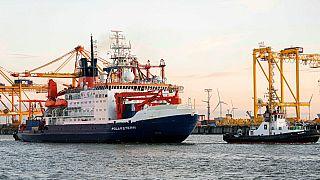 """L'arrivo della """"Polarstern"""" al porto di Bremerhaven (Germania)."""