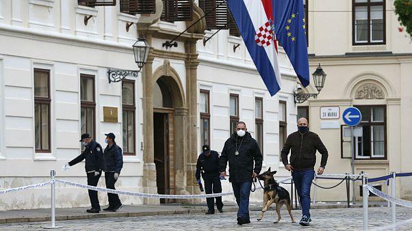 بازرسی محل تیراندازی توسط ماموران پلیس؛ زاگرب، کرواسی