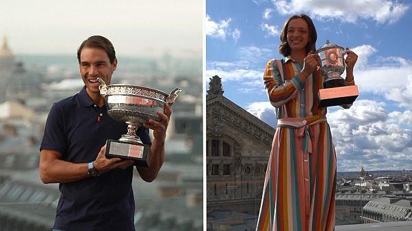 French-Open-Gewinner Nadal und Swiatek strahlen mit ihren Pokalen um die Wette