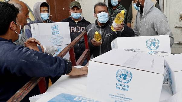 توزيع المساعدات الغذائية في قطاع غزة