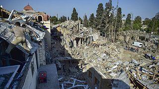 Daños en una zona residencial de la ciudad azerbaiyana de Ganyá