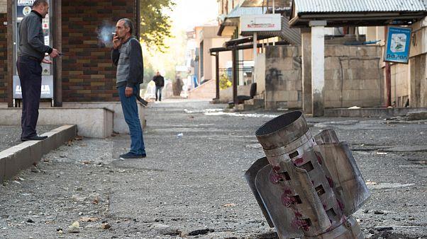 ذيل صاروخ من طراز 'Smerch' بعد قصف مدفعي أذري في ستيباناكيرت، منطقة ناغورنو كاراباخ الانفصالية.