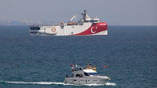 """سفينة المسح الزلزالي """"عروج ريس قبالة ساحل أنطاليا في البحر الأبيض المتوسط"""