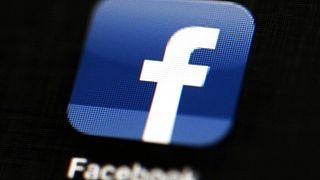 Facebook bane publicações que negam o Holocausto