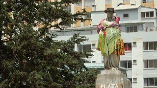 Estatua de la reina Isabel la Católica ataviada como una chola