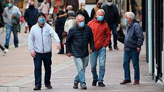 افرادی که این روزها برای ایمنی درباره ویروس کرونا ماسک بر چهره دارند