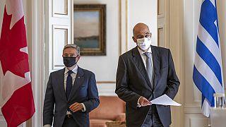 Yunanistan Dışişleri Bakanı Nikos Dendias (sağda), Kanada Dışişleri Bakanı Francois-Philippe Champagne (solda)