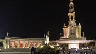 ویدئو؛ دعای زائران شهر فاطیما پرتغال برای پایان همهگیری کرونا