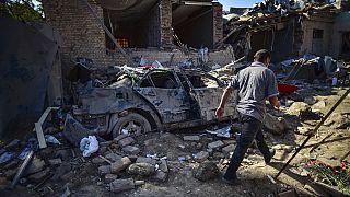 Конфликт в Нагорном Карабахе: мирные жители спасаются от обстрелов