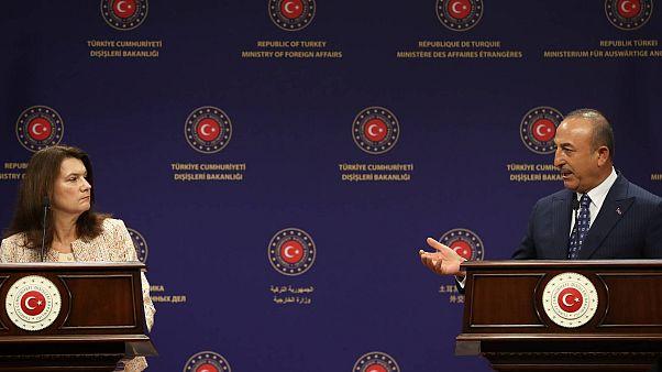 وزير الخارجية التركي مولود جاويش أوغلو ووزيرة الخارجية السويدية آن ليند، يعقدان مؤتمرًا صحفيًا مشتركًا بعد اجتماعهما في مقر وزارة الخارجية في أنقرة، تركيا، 13 أكتوبر 2020