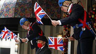 Eine Puppe von Premier Boris Johnson als Weihnachtsdeko in London