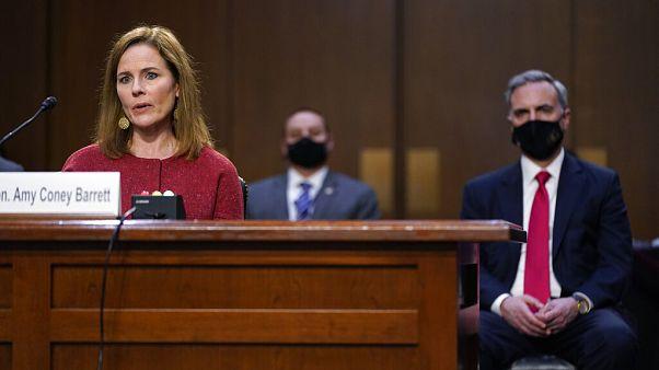 Η Ε. Μπάρετ κατά την ακρόασή της στη Γερουσία