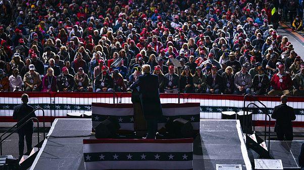 دونالد ترامب خلال تجمع انتخابي