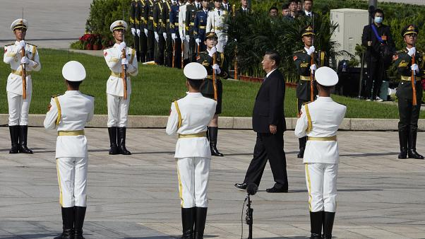 Çin Devlet Başkanı Şi Cinping Tiananmen Meydanı'ndaki bir askeri törende