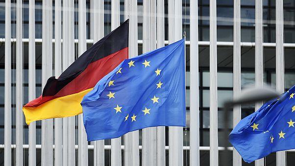 Almanya ve AB bayrakları