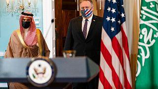 وزير الخارجية السعودي الأمير فيصل بن فرحان آل سعود ووزير الخارجية مايك بومبيو في وزارة الخارجية، الأربعاء 14 أكتوبر / تشرين الأول 2020، في واشنطن.