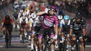 Giro: Démare verhetetlen sprintben
