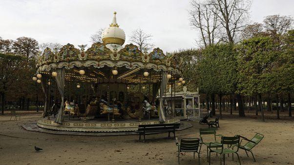 Ismét kijárási korlátozás lesz Franciaországban szombattól éjszakára Párizsban és 8 másik városban