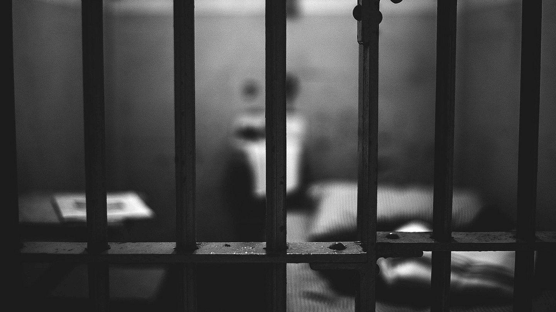 kelepceli ameliyat tek kisilik hucrede olum keyfi uygulamalar pandemide cezaevlerinin durumu euronews