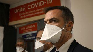 Le ministre français de la Santé, Olivier Véran, en visite à l'hôpital de La Timone à Marseille, le 25 septembre 2020