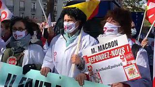 """Covid-19: medici e infermieri francesi in piazza, """"Stiamo crollando"""""""