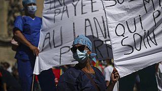 Egészségügyi dolgozók tüntetése Franciaországban, 2020 nyarán