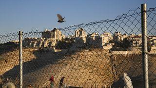 عمليات بناء في إحدى المستوطنات الإسرائيلية