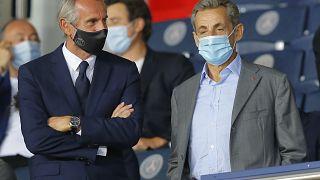Eski Fransa Cumhurbaşkanı Nicolas Sarkozy (sağda)