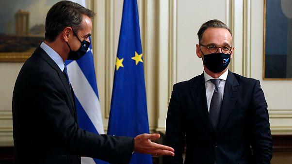 Yunanistan Başbakanı Kiryakos Miçotakis (solda), Almanya Dışişleri Bakanı Heiko Maas'ı Atina'da konuk etti. (13.10.2020)