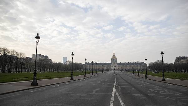 أحد شوارع باريس خلال الحظر الذي فرض في مارس الماضي