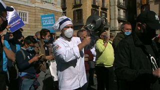 احتجاج في برشلونة على إغلاق الحانات والمطاعم