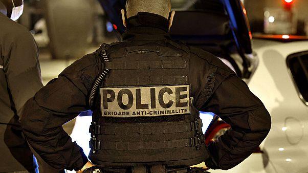 Photo d'illustration : un membre des Brigades anti-criminalité de la police nationale française lors d'une intervention à Paris le 16 octobre 2020