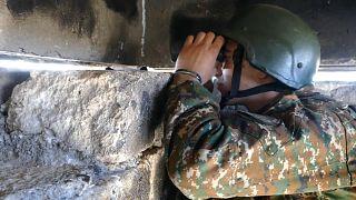Soldado numa trincheira arménia