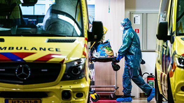 سيدة هولندية تصبح أول حالة وفاة بعد إصابة ثانية بفيروس كورونا