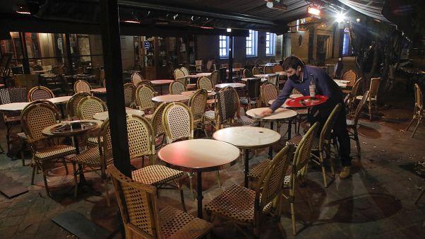 أحد المقاهي في العاصمة باريس