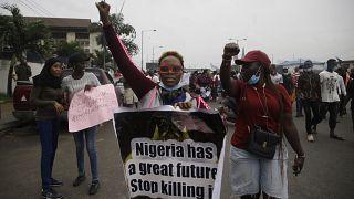 Miles de nigerianos exigen el desmantelamiento de la Policía por denuncias de abuso de poder