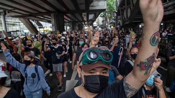 Ismét tüntettek a thaiföldi kormány ellen